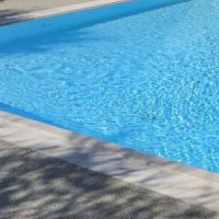 piscina fondo bianco