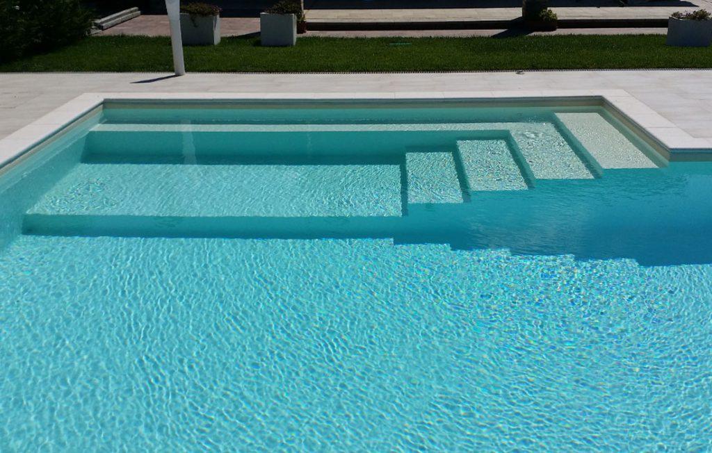 scala piscina interrata